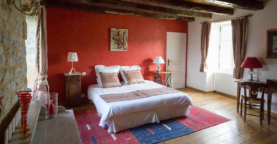 chambre d'hôtes de charme rouge comme collonges spacieuse