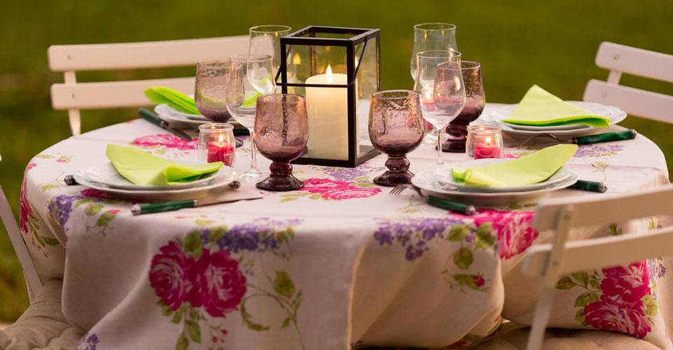 table d'hôtes dans le jardin produits du marché voisin et des fermes environnantes